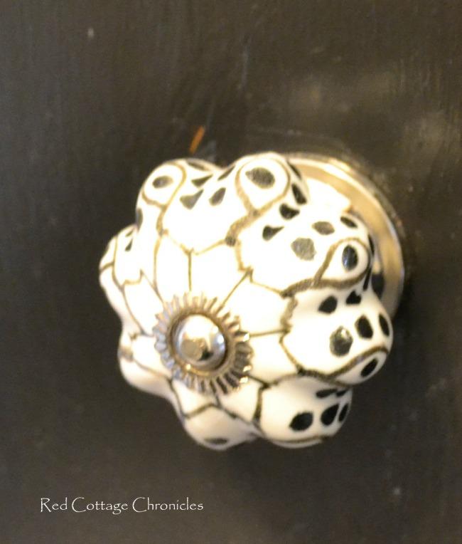 Porcelain cabnit knobs