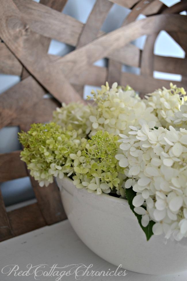 easy DIY hydrangea arrangement