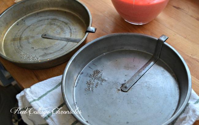 """9"""" Vintage Cake Pans"""