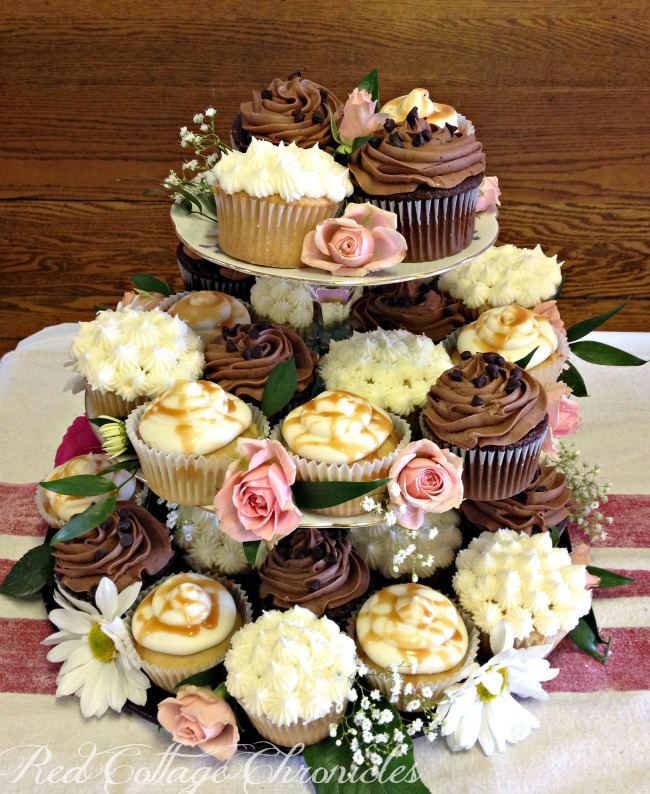 Cupcake Ideas For Wedding: Rustic Cupcakes And Naked Cake!