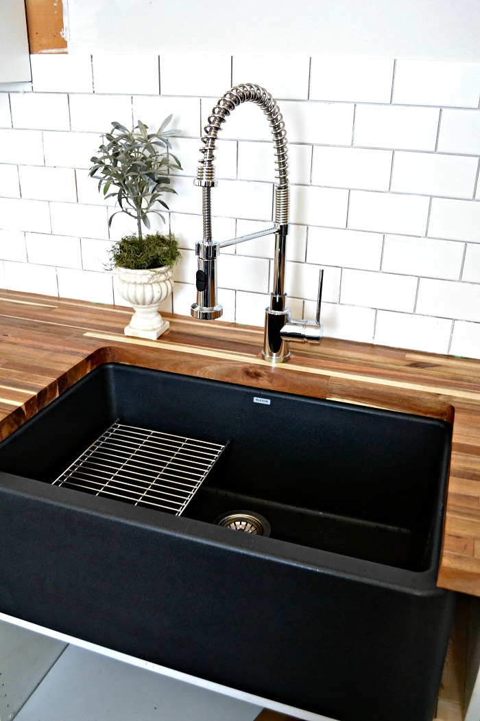 black kitchen sink a black farmhouse sink gives our country kitchen a warm feel 1696