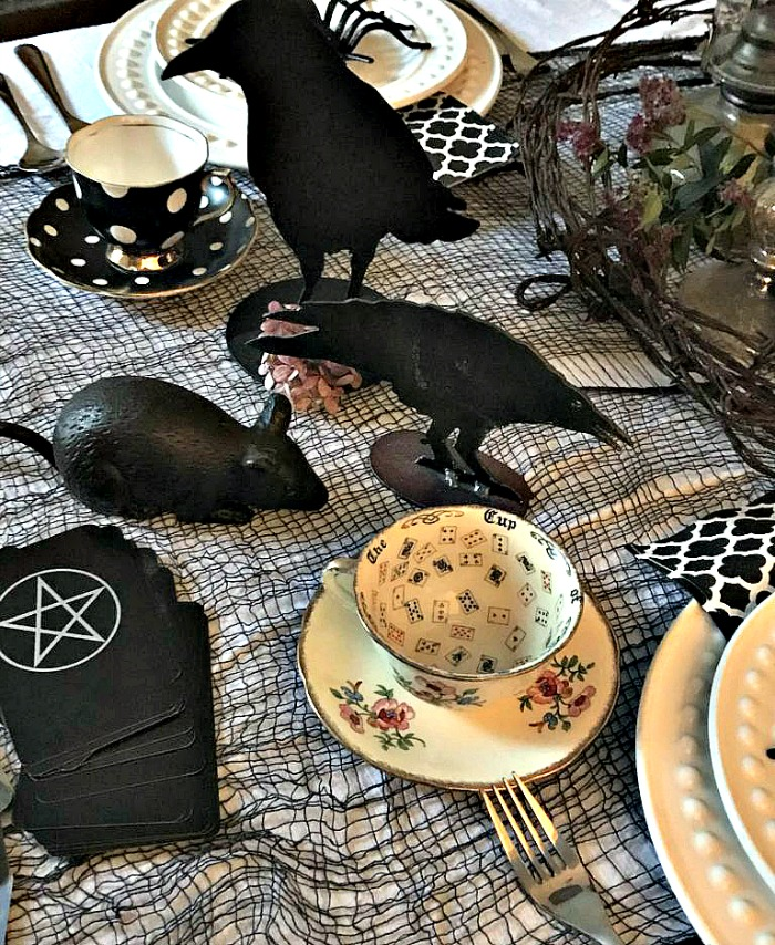 Creepy Halloween Tablescape Ideas