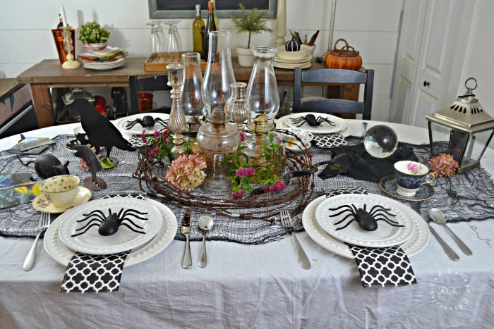 Creepy Halloween Tablescape Ideas