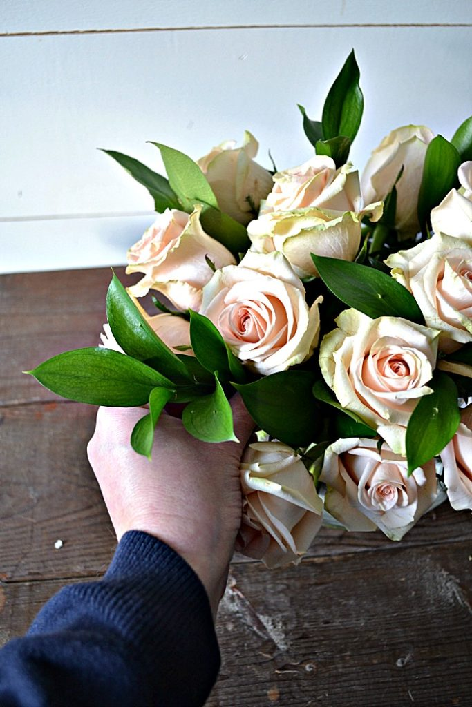 How to arrange roses like a pro