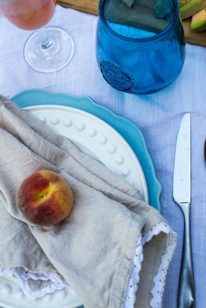 summer entertaining ideas and a peachy summer tablescape