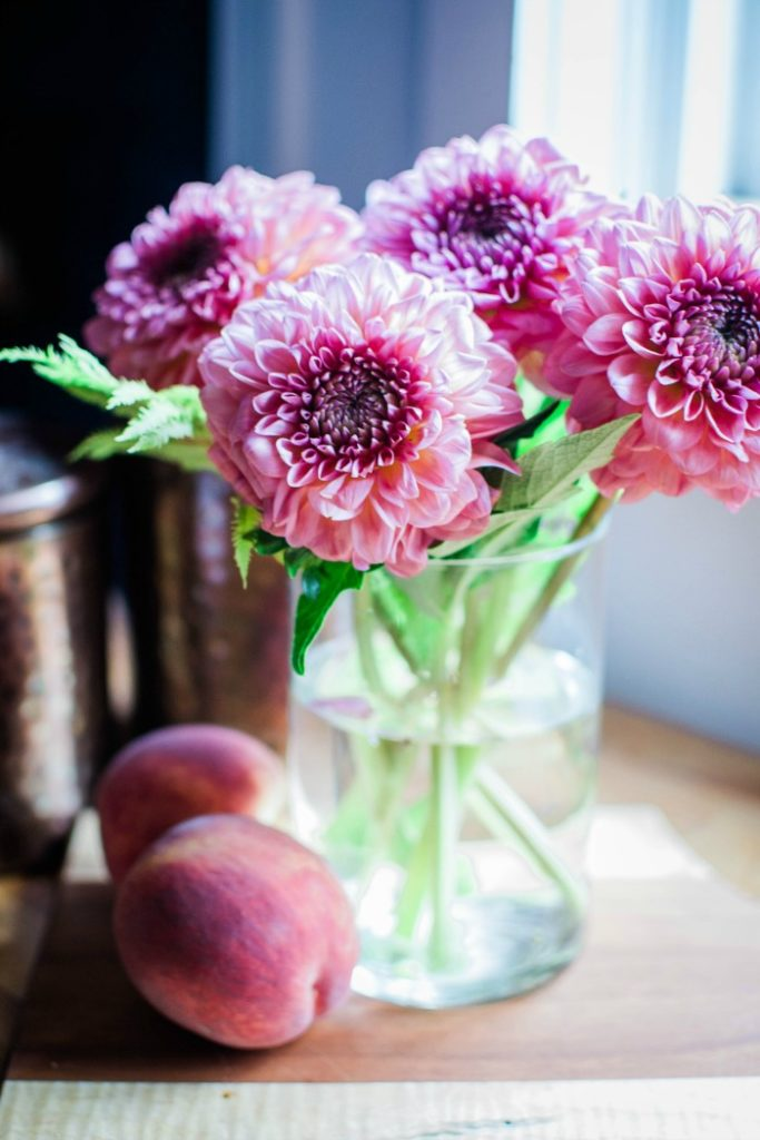 3 easy ways to arrange dahlias