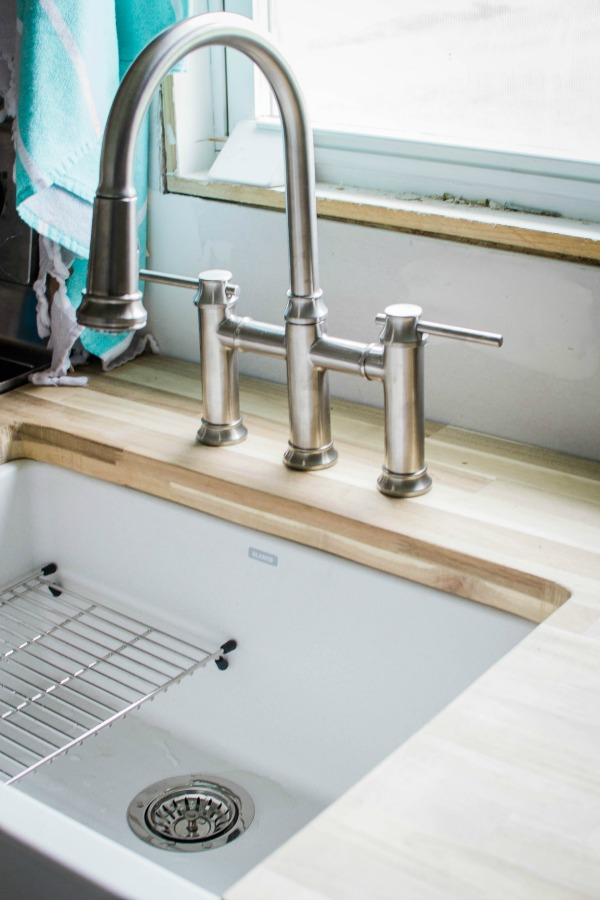 Ikon White Farmhouse Sink