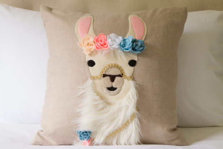 Gorgeous DIY Boho Llama pillow with FREE SVG file, learn more...