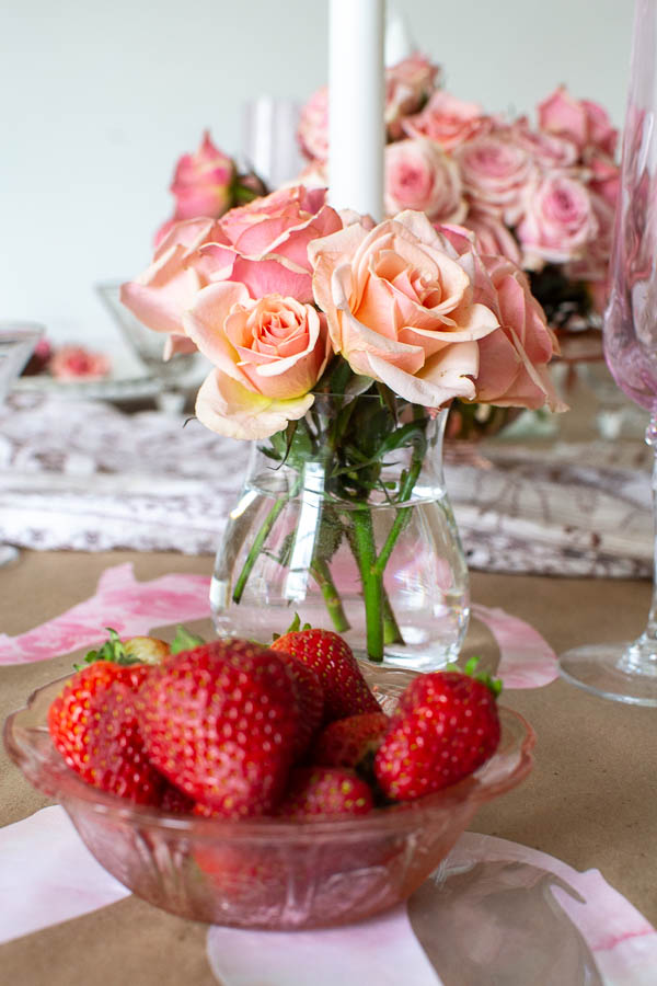 Blush spray roses highlight this Valentine's Day table decor