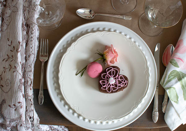 Simple Valentine's Day table decor ideas that are perfect for hosting a Galentine's day gathering