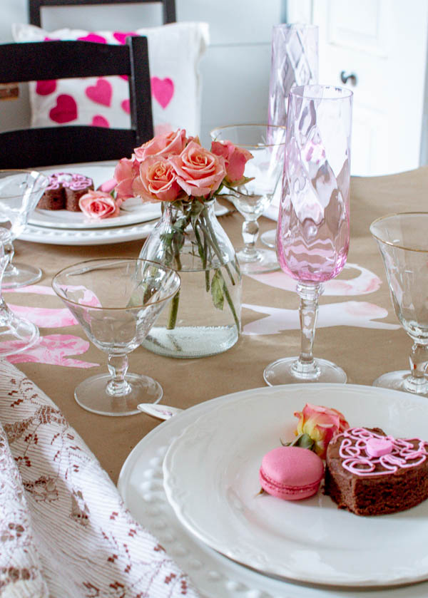 Valentine's day table decor that would also be fitting for a bridal shower