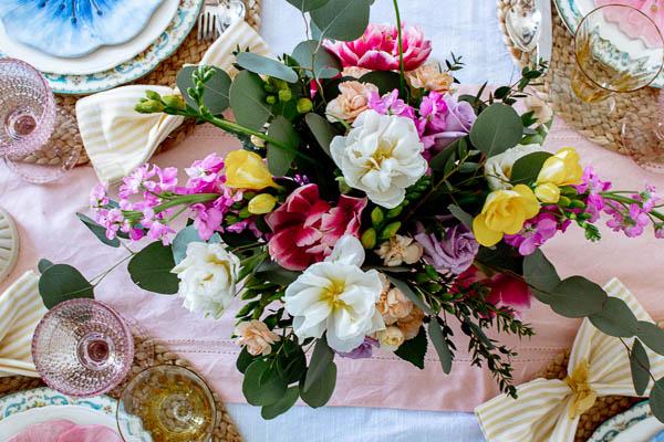 spring table décor centerpiece
