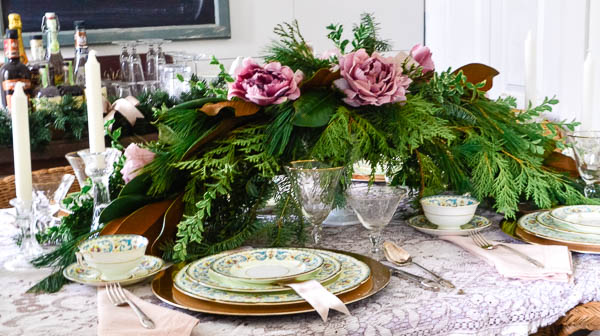 Elegant Christmas Table Decor