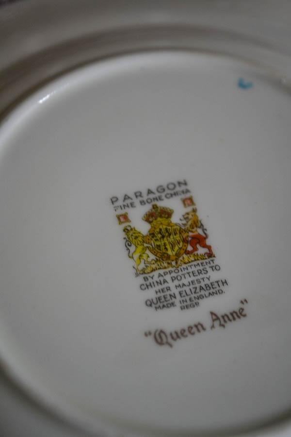 Queen Anne Pattern Elegant Christmas Table Decor