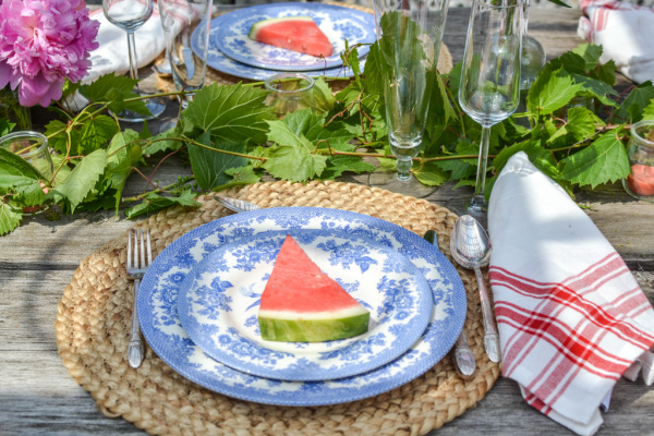 Summer dinner party ideas starting with the table decor