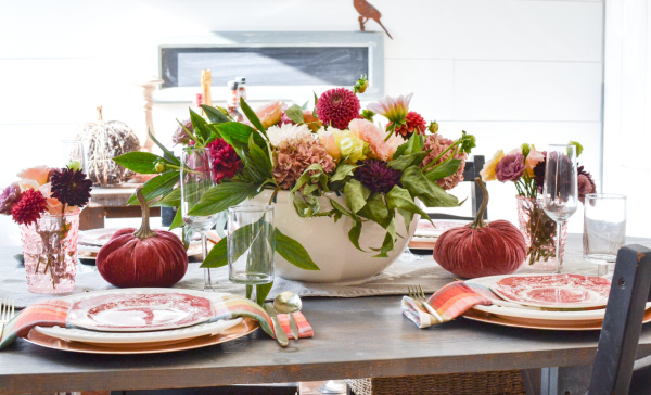 Cozy Autumn Table in shades of pink