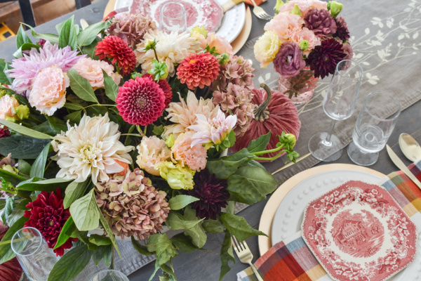 Autumn Table Centrepiece made of pink and cream dahlias